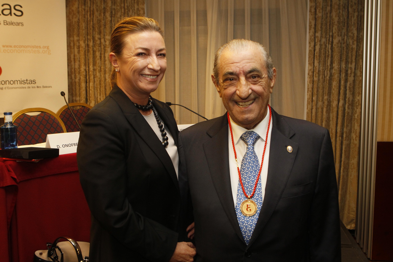 D. Juan José Hidalgo, Medalla de Oro del Colegio de Economistas a la Trayectoria Empresarial 2014